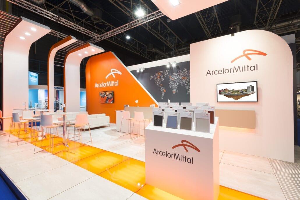 presentatiesokkel op beursstand Arcelor Mittal