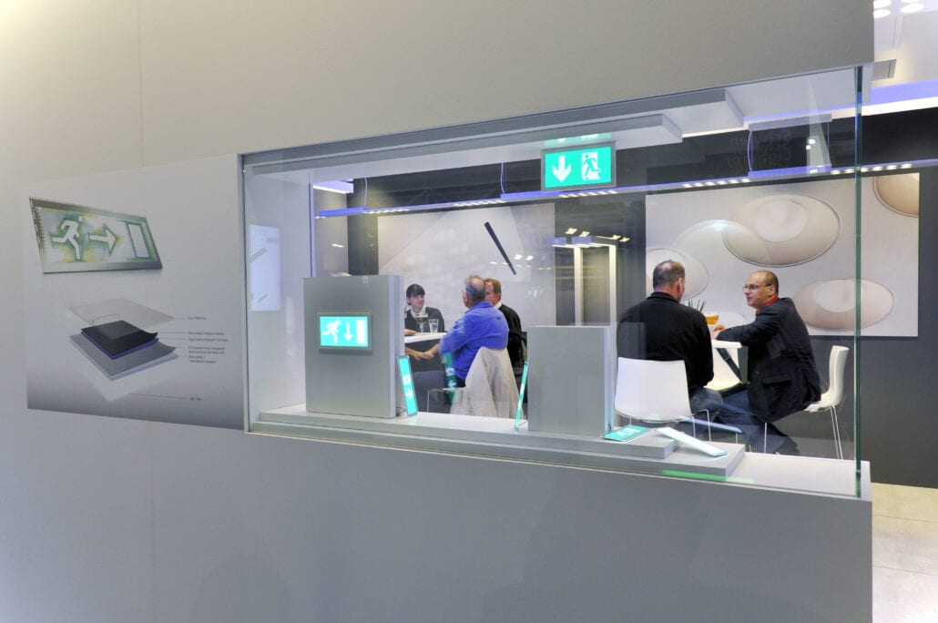 vitrinekast op maat op de beursstand van Etap in Frankfurt