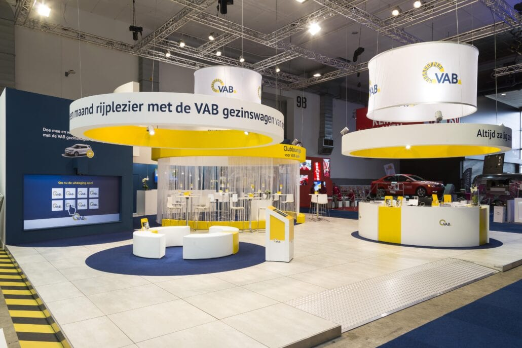 organische vormen op beursstand VAB op Autosalon Brussel