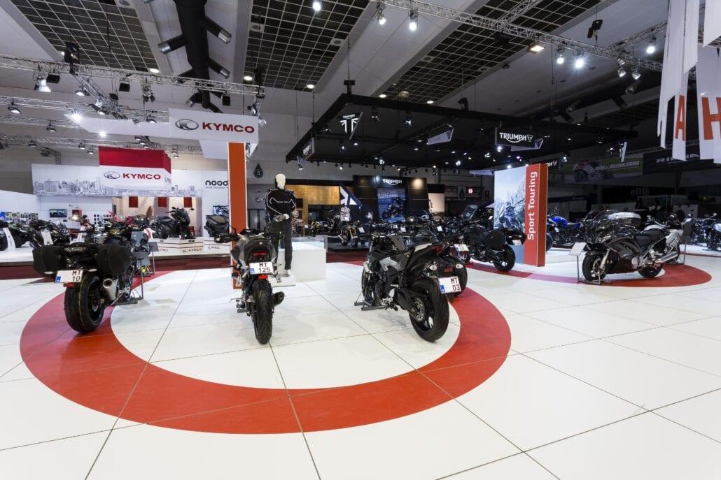 beursstand Yamaha motors op het Autosalon Brussel