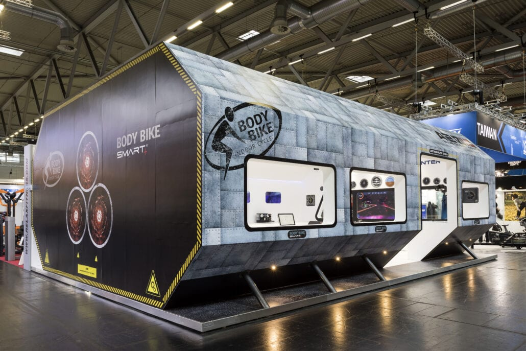Dit innovatieve ontwerp van een ruimteschip op de beursstand voor Body Bike op Fibo trok de aandacht van vele bezoekers