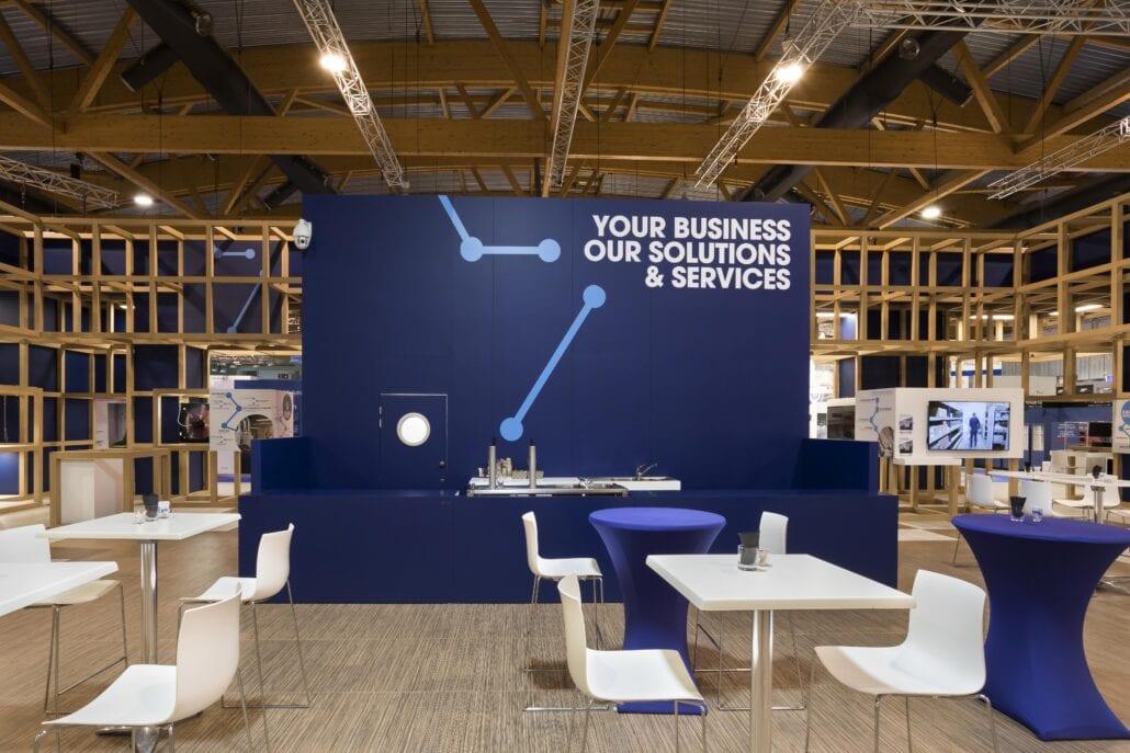 de grote keuken en bar op de centrale beursstand van technologie Brussel
