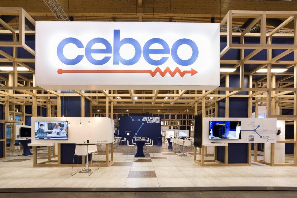 groot verlicht lichtbak logo op beursstand Technologie te Brussel