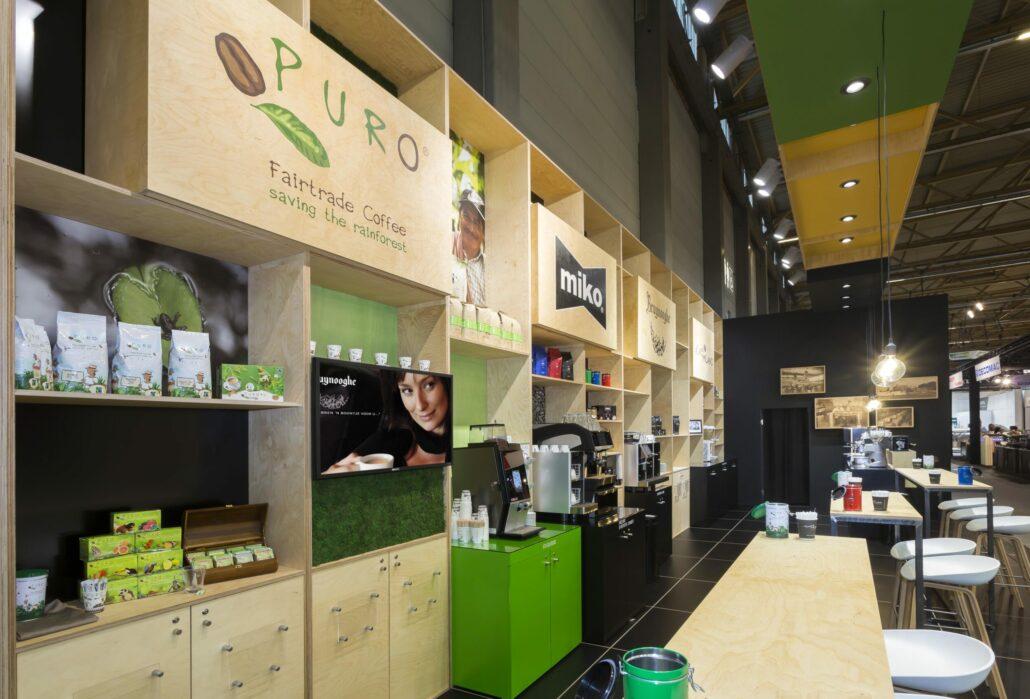 beursstand met berken multiplex kastenwand voor Miko Koffie op Horeca Expo gent