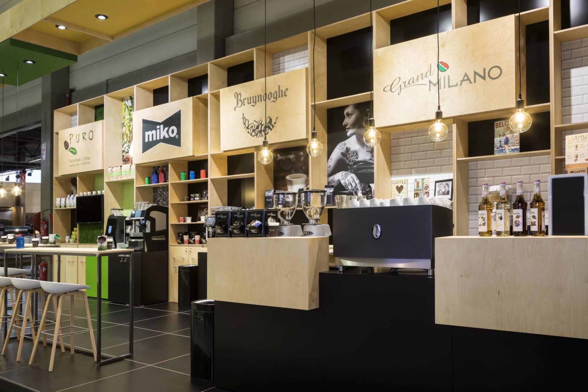 beursstand Miko koffie is een combinatie van zwart schilderdwerk en berken multiplex