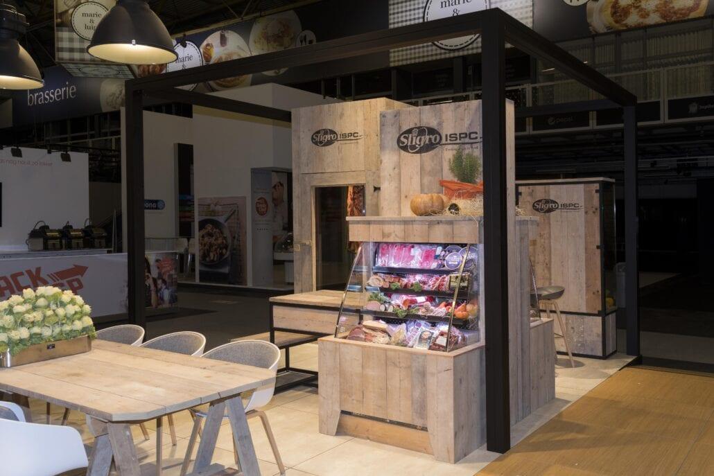 op maat gemaakte meubels in steigerhout op beursstand Sligro Horeca Expo