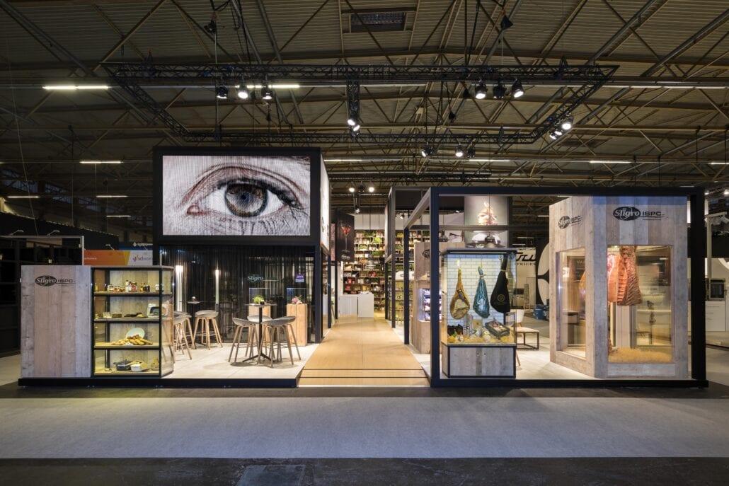 uitnodigende beursstand van Sligro op de beurs Horeca Expo te Gent