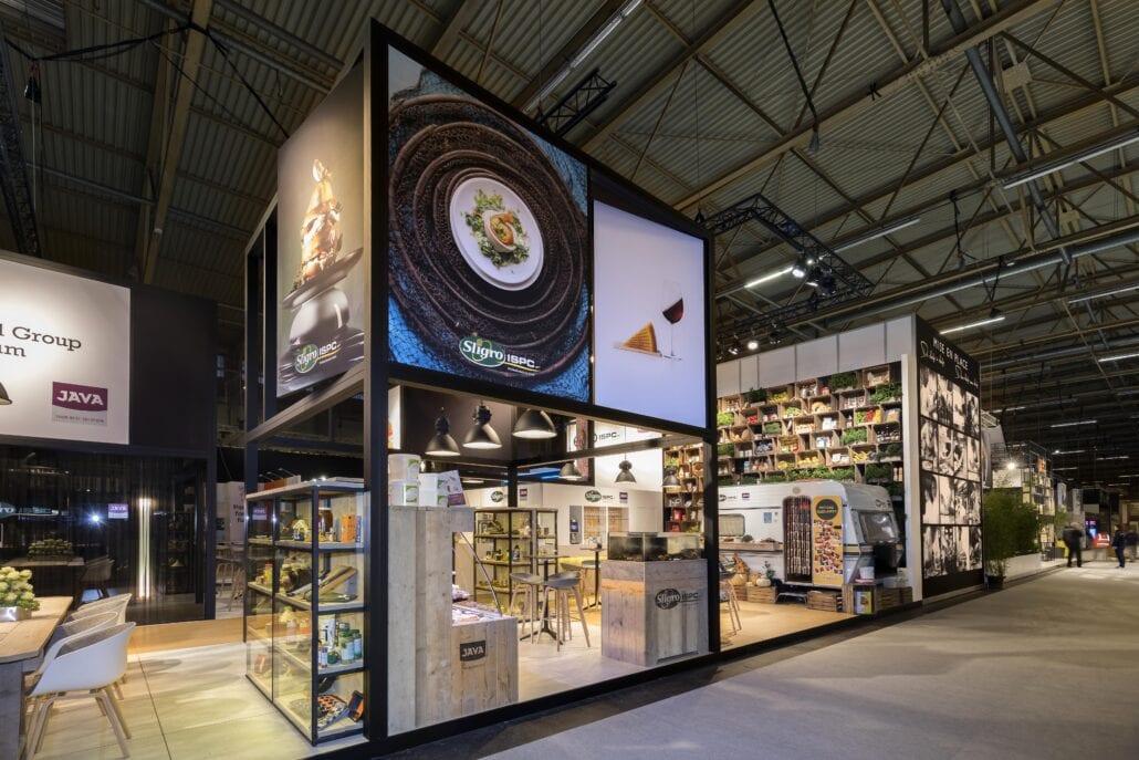 torens met grote prints op de beursstand van Sligro op Horeca Expo te Gent