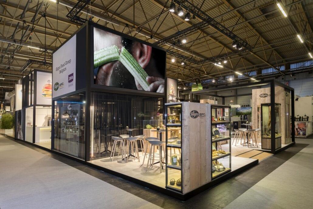afgesloten glazen spreekruimte op beursstand op Horeca Expo
