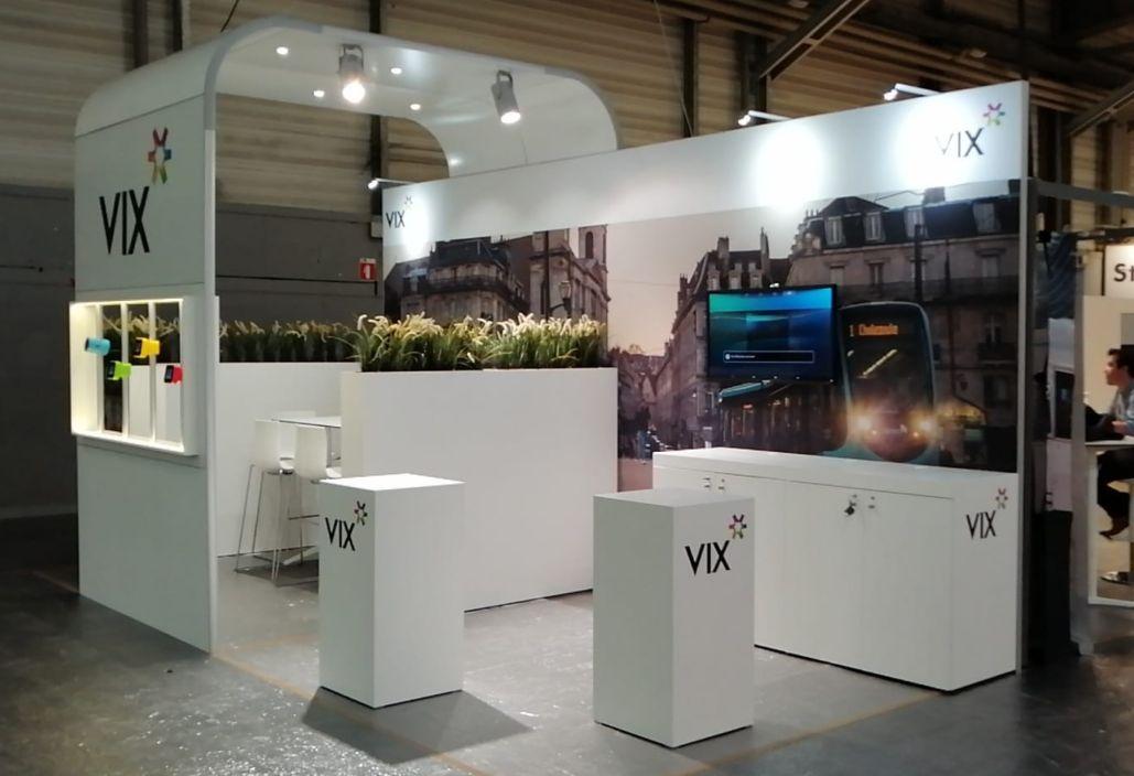 Door Expo Z gepersonaliseerde systeemstand met doeken en panelen